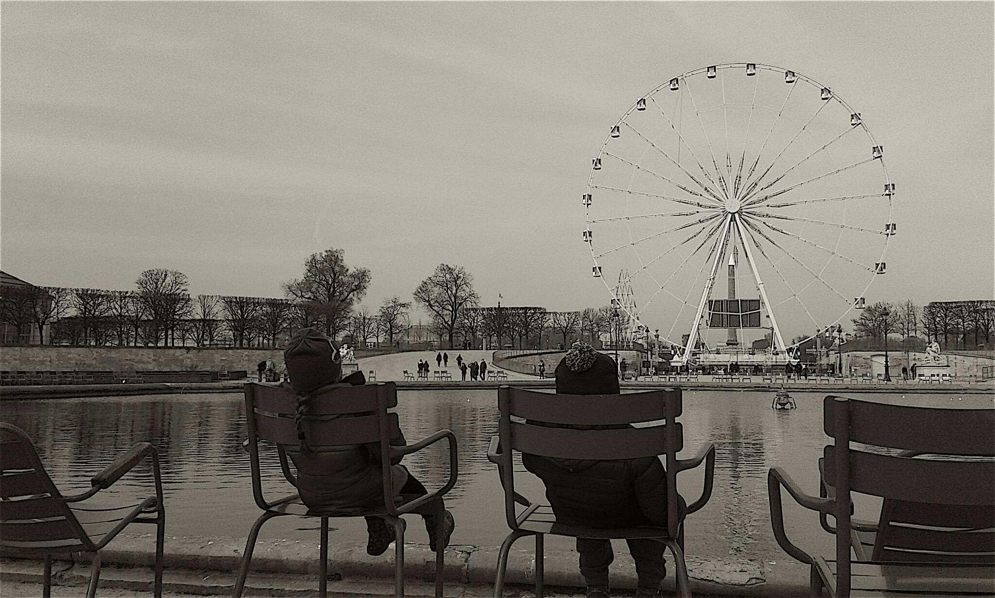 Two kids in Paris di MaurizioMarchetti