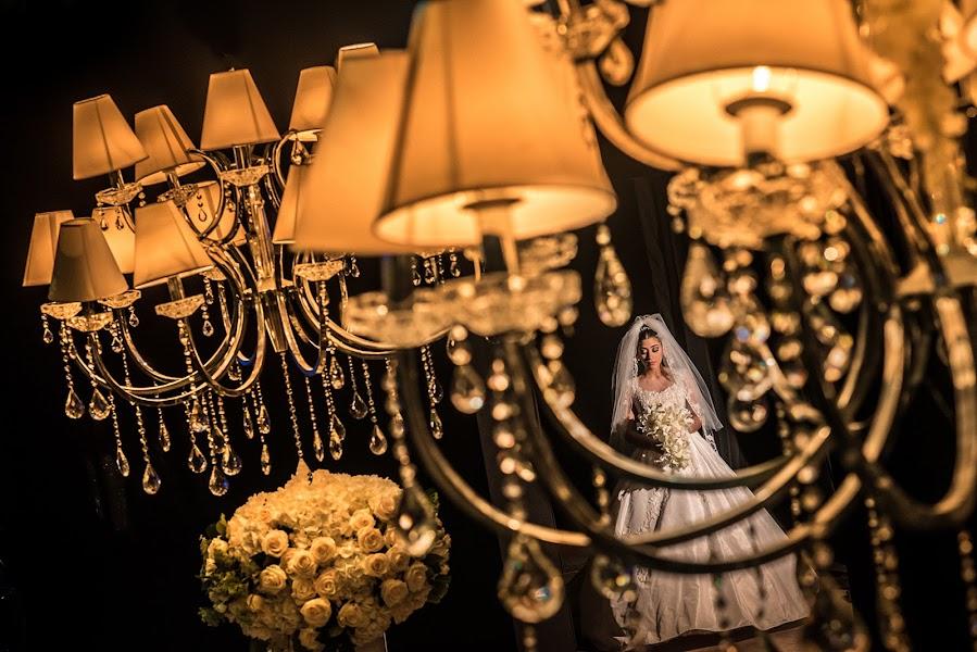 Wedding photographer Víctor Martí (victormarti). Photo of 01.04.2016