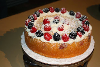 Photo: Pear Berry Cream Cake