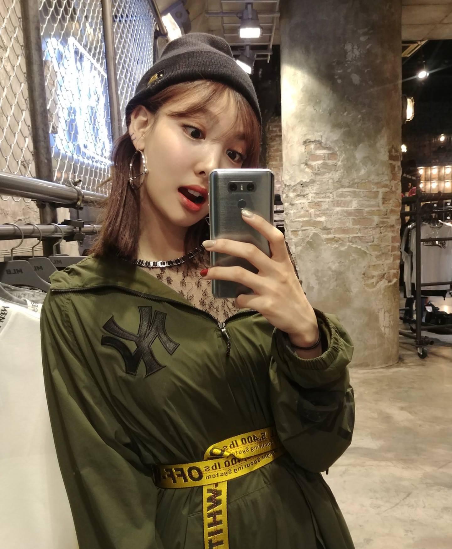 nayeon mirror 4