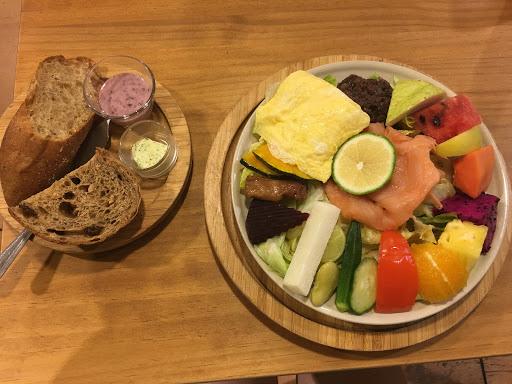 超級健康的早午餐 慢慢的蔬菜水果啊