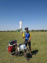 Photo: TRAVESÍA. Jeferson Rossi Furtado, de Brasil, recorre en bicicleta 2.500 kilómetros desde Río Grande Do Soul hasta Valparaíso (Chile). 31-3-2013 (Monumento a Cristo; Federal, provincia de Entre Ríos, Argentina)