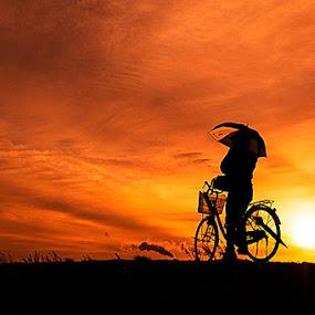 memandang jauh dengan kesendirian by Nengah Sukastara - Landscapes Sunsets & Sunrises