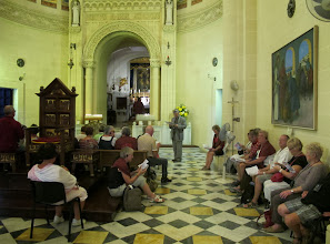 Photo: 13.10.09Gozo, Ta'Pinu : basilique chapelle de la Vierge, prière