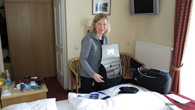Photo: Inger fortsätter packa upp.