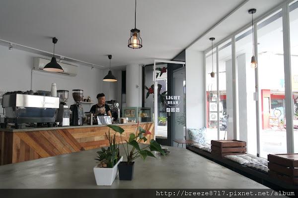Light Beam Coffee Roasters│黑白基調簡約質感咖啡館