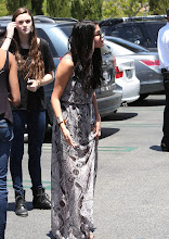 Photo: Calabasas, CA - Selena Gomez locks hands with her man Justin Bieber as the pair head to the movie theater to catch a Sunday matinee.  Despite rumors that the two teenage heartthrobs have gone their separate ways, Selena and Justin appear to be still going strong.AKM-GSI          May 27, 2012To License These Photos, Please Contact :Steve Ginsburg(310) 505-8447(323) 4239397steve@ginsburgspalyinc.comsales@ginsburgspalyinc.comorKeith Stockwell(310) 261-8649(323) 325-8055 keith@ginsburgspalyinc.comginsburgspalyinc@gmail.com