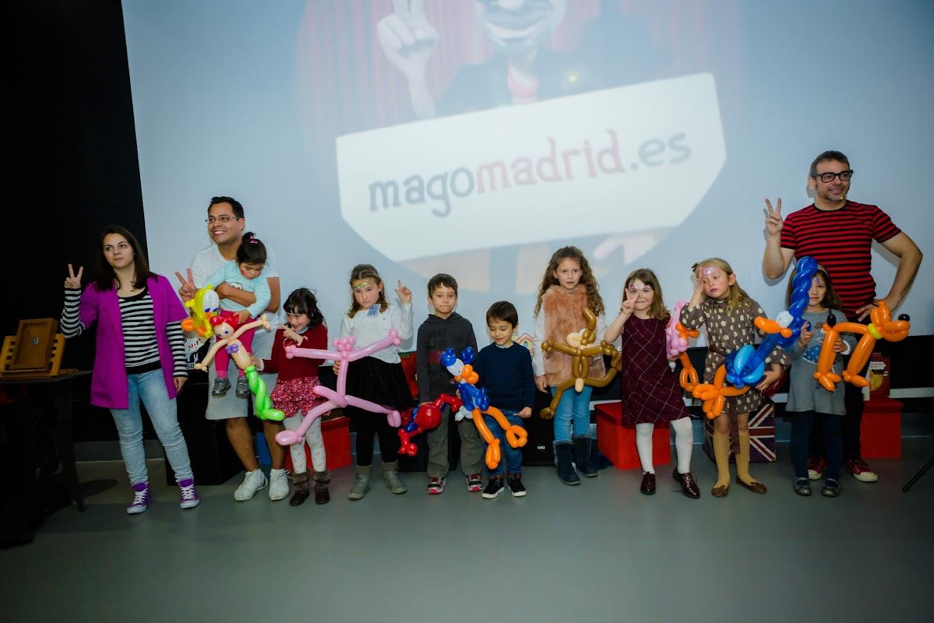 Fin show La magia de los cuentos con exhibición de globoflexia profesional
