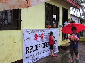 Photo: Distribution of relief goods