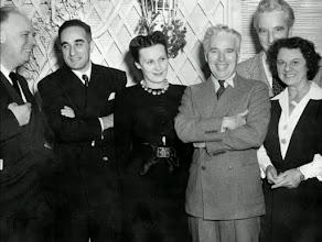 Photo: Kalatozov (segundo da esquerda para direita) acompanhado de Jean Renoir (à  esquerda) e Charles Chaplin (à direita) durante o tempo que passou nos Estados Unidos como representante do cinema soviético.