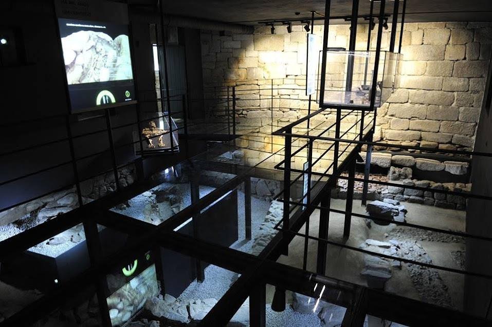 Fotos doNúcleo Arqueológico da Porta dos Figos