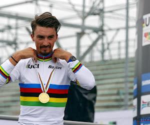 """Julian Alaphilippe gelauwerd als beste Franse renner: """"Weer trofee erbij, regenboogtrui mooiste trui ter wereld"""""""