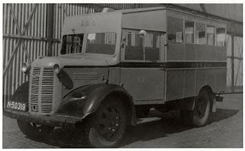 Photo: In 1945 kwam geleidelijk het personenvervoer van de BBA op gang . Omdat de Duitsers na Dolle Dinsdag bijna al het materieel hadden meegenomen, deze noodbussen in de volksmond sigarenkistjes of kippenkooien genoemd, betekenden een ware uitkomst.
