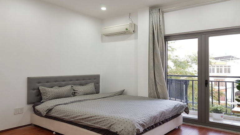 Cheap 1 – bedroom apartment with balcony in Au Co street, Tay Ho district for rent