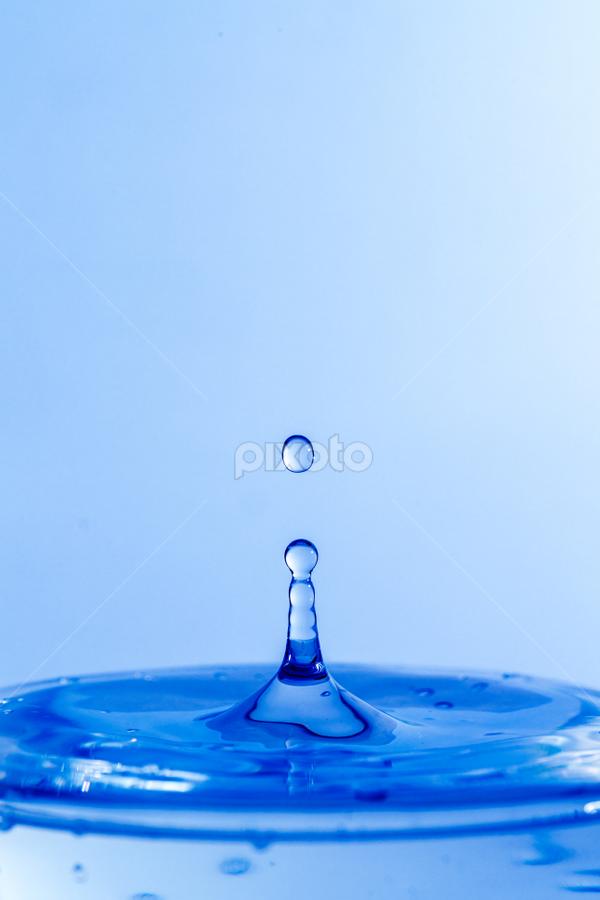 Water Drop by Xióng Xióng - Abstract Water Drops & Splashes ( water, waterdrop, singledrop )