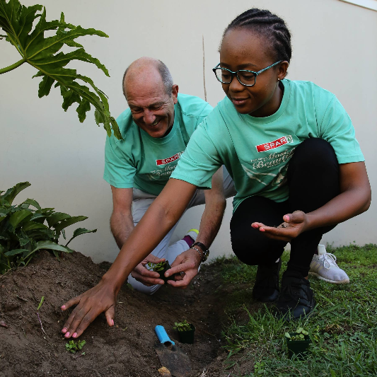 SPAR Eastern Cape events manager Alan Stapleton and Khayakazi Kepe get ready to plant a spekboom