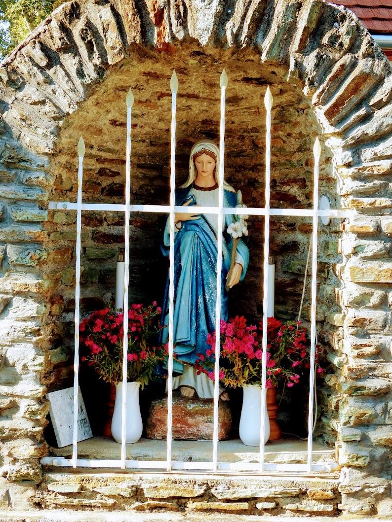 Mesterháza - Szent Joachim rk. templom és harangláb