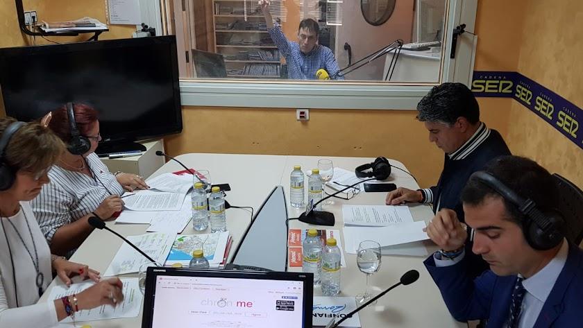 Representantes políticos en los estudios de Cadena SER durante el debate electoral.