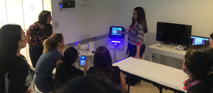 En el taller se instruyó sobre el uso del equipo Láser Multiondas