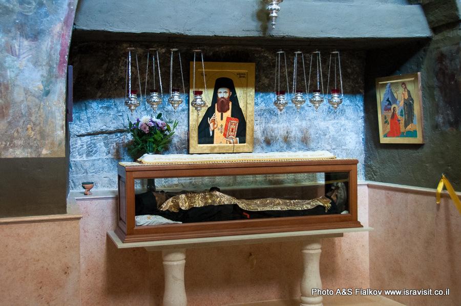 Рака с мощами Святого Иоанна нового Хозевита в монастыре Георгия Хозевита.