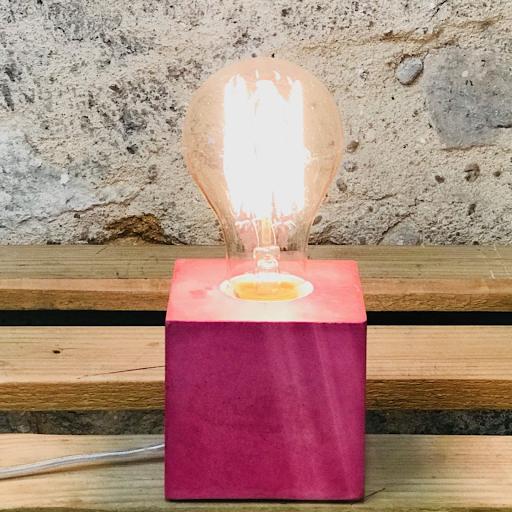 lampe cube béton rose fuchsia
