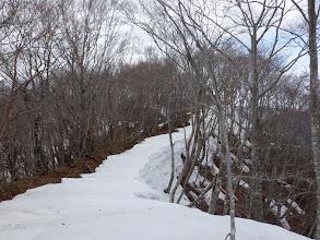 雪解けが進んだ尾根