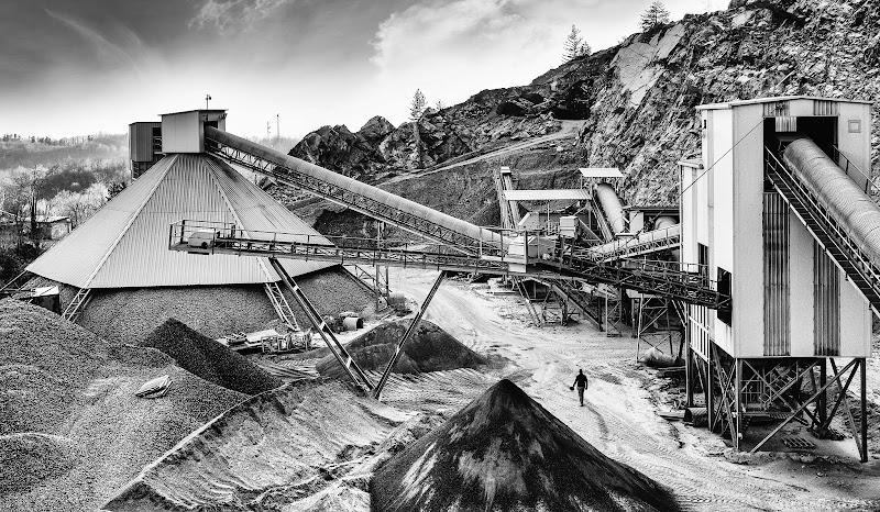 Industria mineraria a cielo aperto di Barbara Surimi