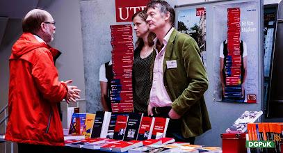 """Photo: 59. Jahrestagung der DGPuK über """"Digitale Öffentlichkeit(en)"""" an der Universität Passau  Verlagsausstellung (hier: UVK und UTB)   Foto: Janertainment Janine Amberger"""