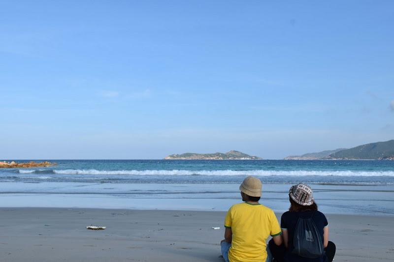 Đi ra biển, ngồi cạnh nhau, đón nhận những làn gió biển trong lành.