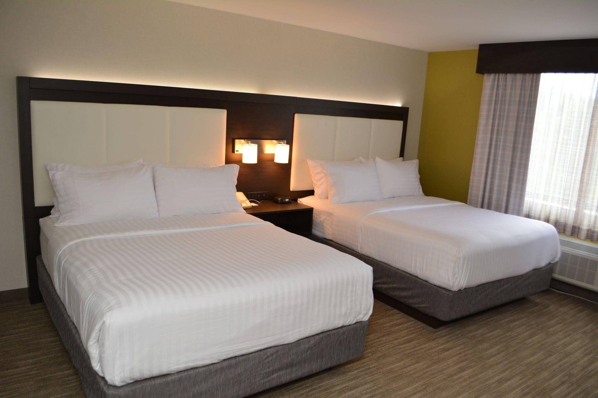 Holiday Inn Express and Suites Waterville North