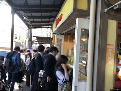 熱海プリン店舗前の行列