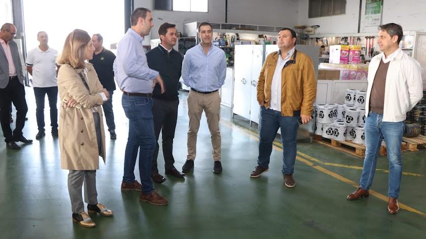 El candidato popular en las instalaciones de la cooperativa.