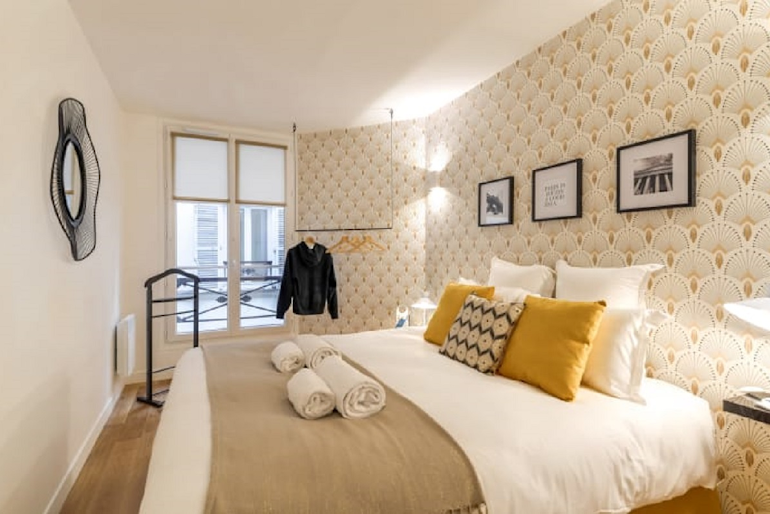 Cosy bed at Chevalier Saint-Georges Serviced Apartment, Louvre