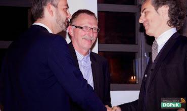 Photo: DGPuK 2014 Gala-Abend in der Innsteg-Aula  Preisverleihung: Zeitschriftenpreis: 3. Platz: Michael Latzer (rechts)   Foto: Janertainment Janine Amberger