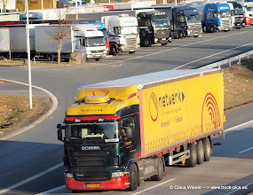 Photo: R 380 ----->   just take a look and enjoy www.truck-pics.eu