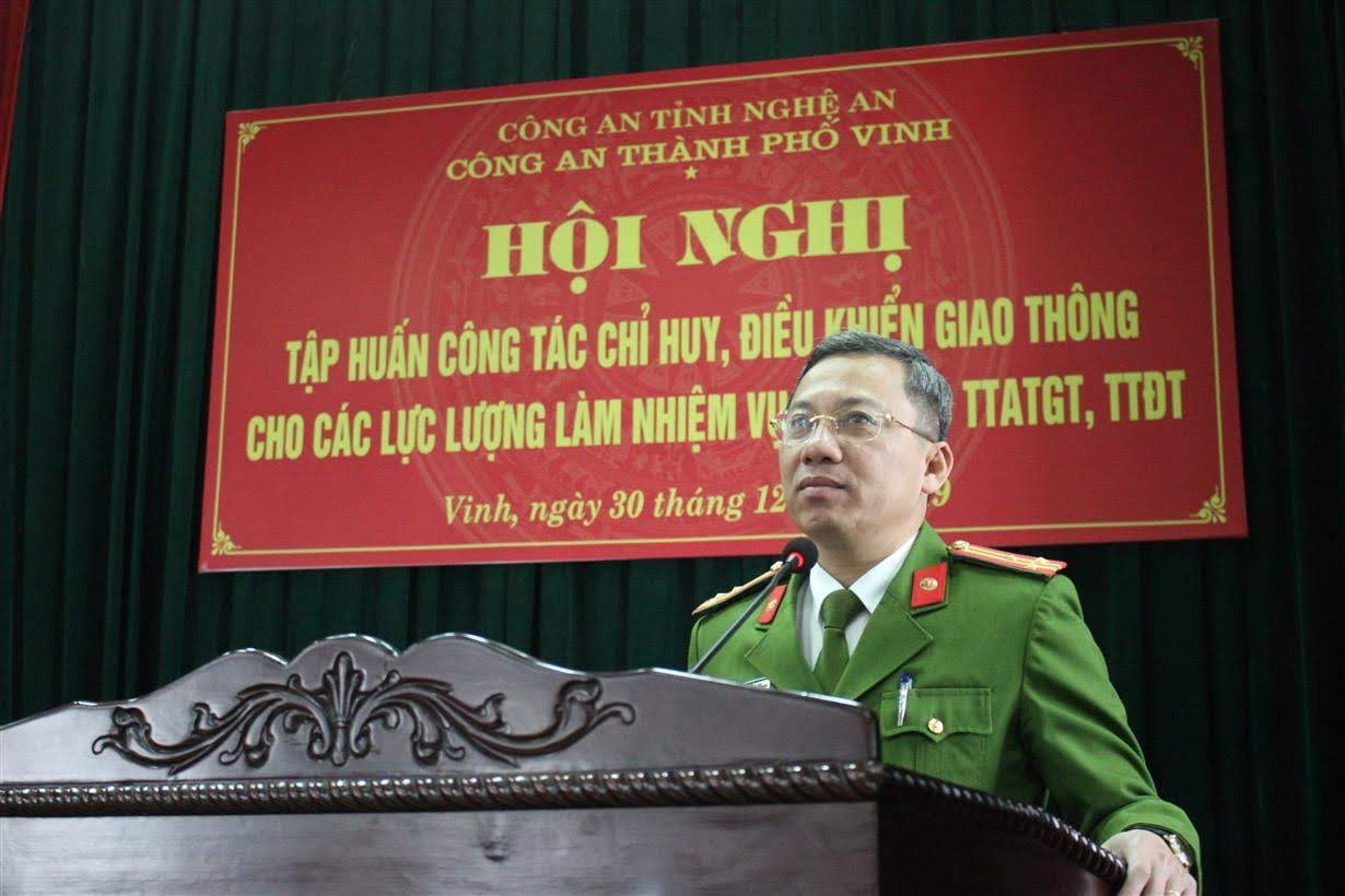 Đồng chí Thượng tá Hoàng Duy Hà – Phó trưởng Công an TP Vinh phát biểu giao nhiệm vụ