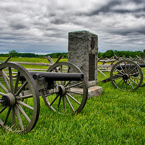 Cannon by John Goff - City,  Street & Park  Historic Districts ( gettysburg national military park )
