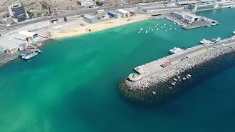 El nuevo fondeadero pesquero y de recreo cuyas obras están prevista que finalicen en los próximos días con los pantalanes prefabricados.