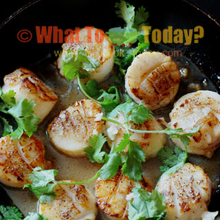 PAN-FRIED SCALLOPS WITH SWEET CHILLI RICE AND GREENS.