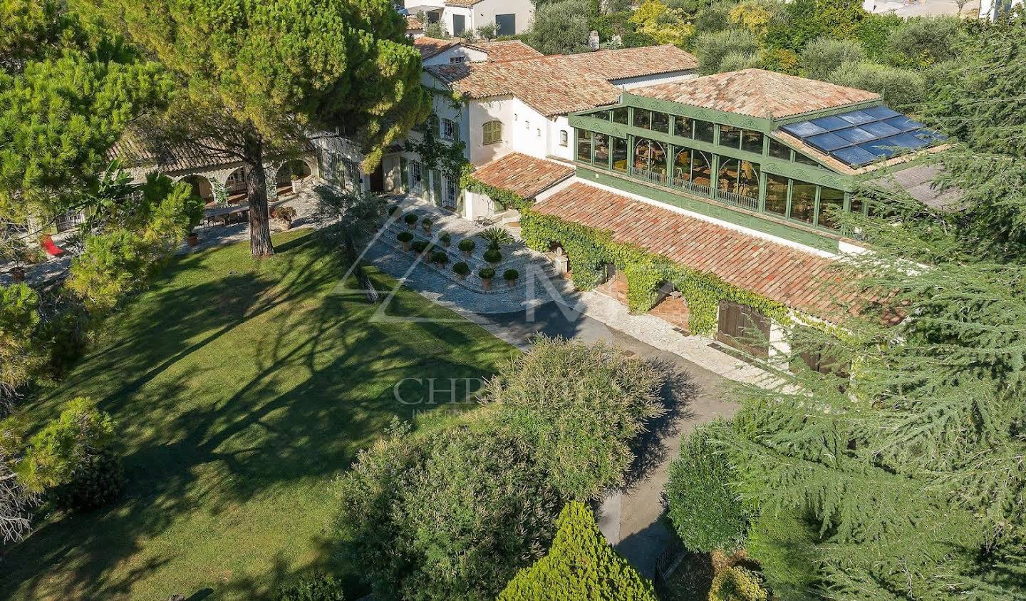 House with pool and garden Grasse