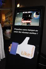 """Photo: TedxAlsace - La pause et sa """"Like Machine"""""""