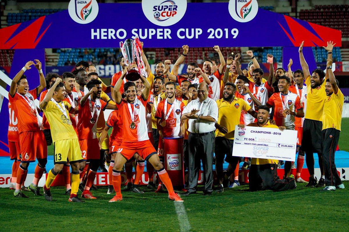 FC Goa lifting the Super Cup