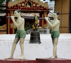 Photo: Year 2 Day 57 - Statue in Manuha Temple
