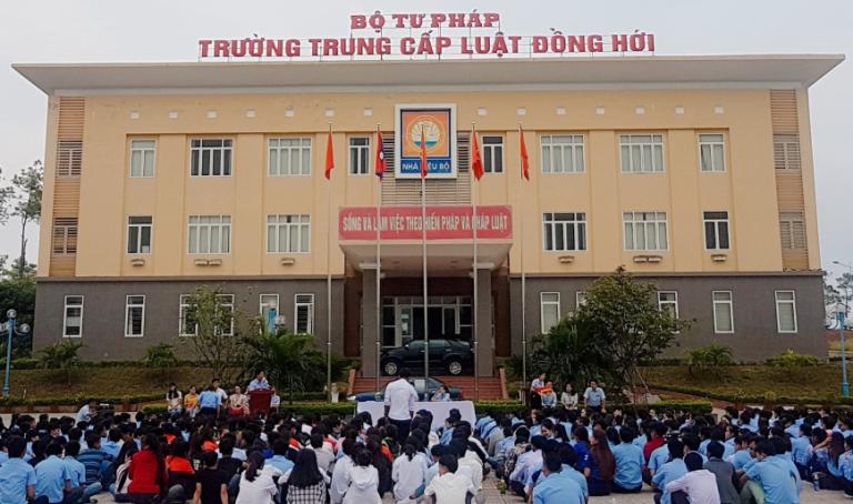 http://trungcapluatdonghoi.edu.vn/uploads/news/2018_09/chaoco1792018-1.png