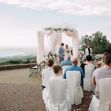 Wedding photographer Elena Strela (arrow). Photo of 01.04.2018