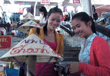 Chợ Đông Ba, gia vị cho nón lá Huế 3