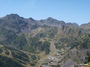 Photo: Pistes d'esquí d'Arcalís als peus dels pics d'Arcalís, Cataperdís i del Port de Rat, imatge des de l'Estany Esbalçat