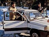 🎥 Schitterend! Sportwagens Atlético-spelers geraken niet door sneeuw, Carrasco en co lenen Fiatje van buurman