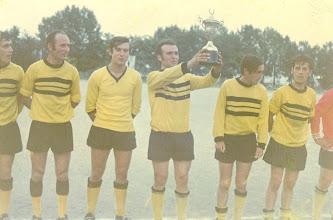 Photo: 1972-73 ΑΕΚ - Πρωταθλήτρια Γ' Κατηγορίας ΕΠΣ ΒΔΜ Τάκης Λίγκας, Στέργιος Βλάχος, Μάκης Γκιάτας, Νικολής Τριανταφύλλου, Μανώλης Τζελαπτσής, Σάκης Καραμούζας.