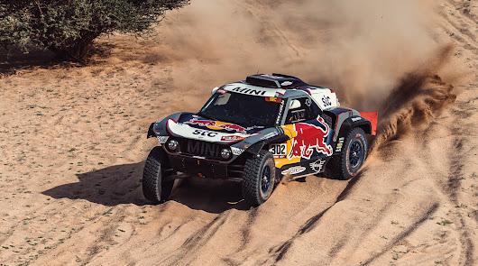 Stéphane Peterhansel y Edouard Boulanger lideran en el Dakar 2021